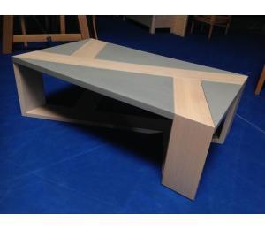 TABLE DE SALON en chêne, façon béton L110 P65 H37cm 693€ net TTC  +1.75€ d'éco-participation (le modèle exposé)