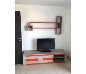 Meuble TV 2 portes coulissantes L180 H42.5 P45cm + étagère L150 P16.5 H80cm