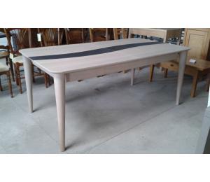 Table S en chêne 180x100cm Hauteur 77cm 2 allonges de 45cm= 2606€ net TTC + 11.50€ d'éco-participation (le modèle exposé)