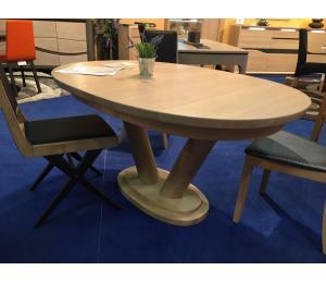 Table ovale pied double colonne. Se réalise en 156 X100cm ou 180/200 X 115cm. De 0 à 3 allonges de 40cm rangées sous le plateau